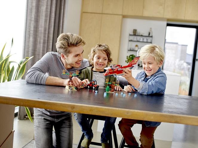 zabawa rodziców z dzieckiem