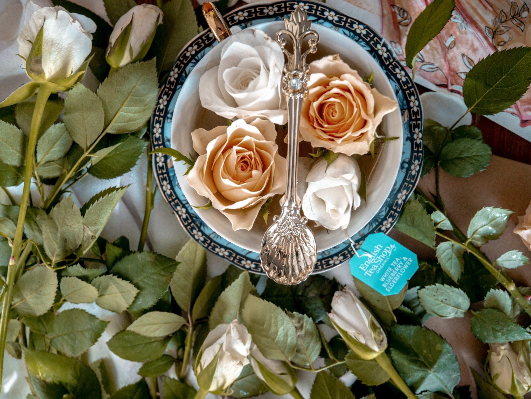 płatki kwiatów wyspa kobiet