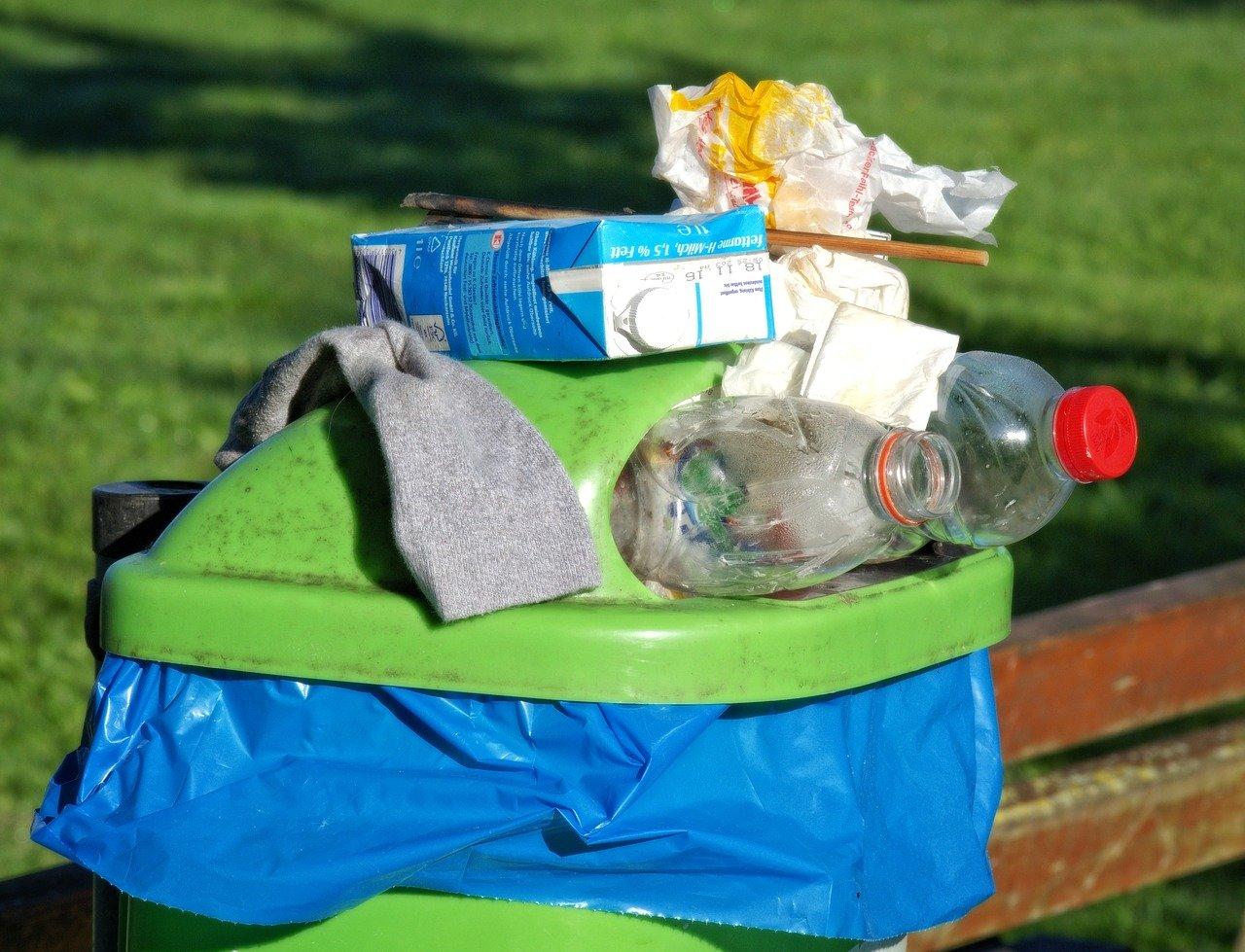 kosz na śmieci wyspa kobiet